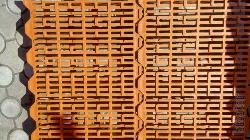 Пластиковые щелевые полы для свиноматок