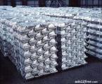 На экспорт  алюминий первичный марок:  А5, А7. Минимальная партия - 2 000МТ в месяц. Обеспечим любой объем.