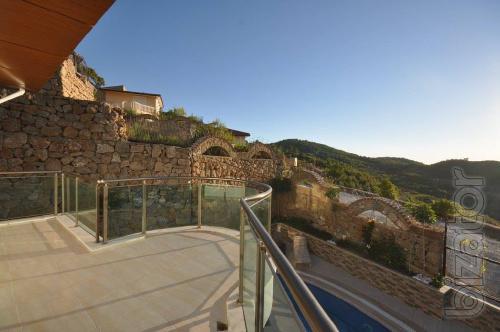 Продам виллу с видом на море и горы турция Алания класс люкс три этажа 350м кВ.