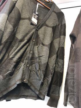 Новые мужские свитера свитшоты из Европы от 10 единиц не дорого по 200 грн/ед. Возможно по размерам.