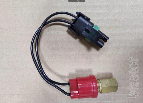 Датчик давления кондиционера Case/ New Holland/ John Deere (ON:15кгс/см2, OFF:20кгс/см2)
