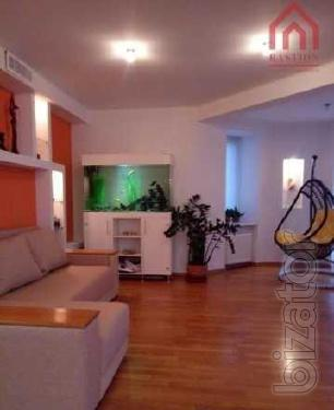 Продам 4-х комнатную квартиру в Центре по улице Воровского.