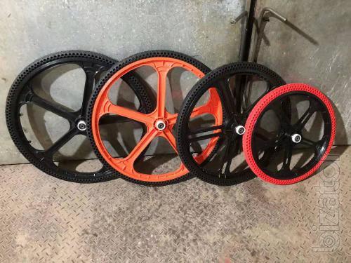 Велосипедное колесо с безкамерной шиной 24*1,5