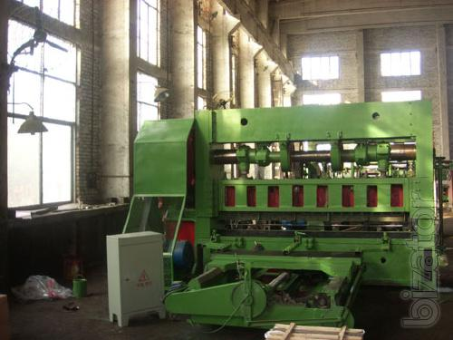 Machine for the production of expanded metal sheet