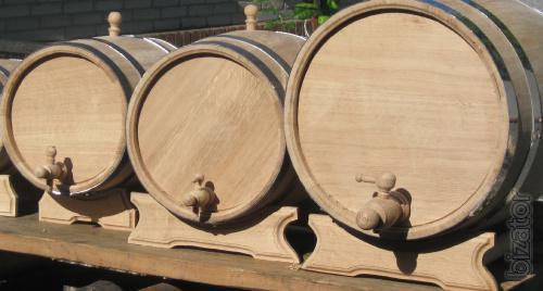 Barrels, glasses, water bowl made of wood.