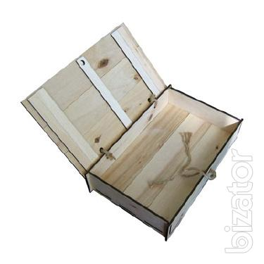 Wooden packing for corporate gifts.