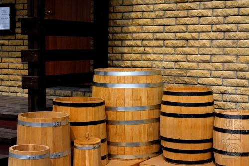 Wooden barrels. With delivery to Ukraine...