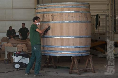 We produce wooden barrels. Under the order.