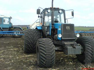 Tires dual for work in narrow spacing
