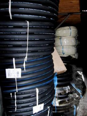 Oil-resistant hoses and sleeves