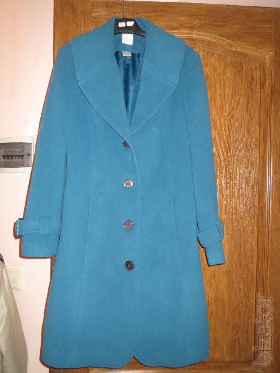 Пальто новые цвет черный, манжеты и рельефы отделаны кантом, капюшон с мехом отстежной, воротник стойка