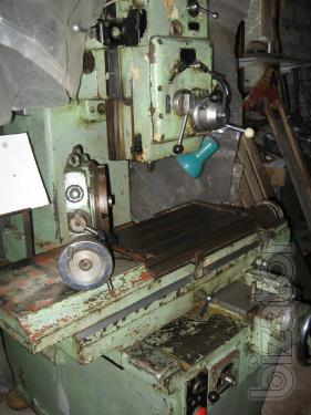 Vertical boring machine U with a coordinate table.