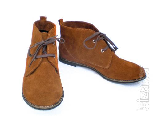 Women's shoes in bulk without the sizes from the manufacturer.