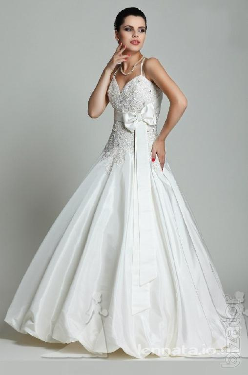 Rental wedding dresses in large sizes from salon elen mary for Where can i rent a wedding dress