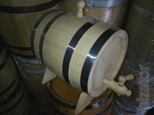 Flooded oak barrels and vats for pickles