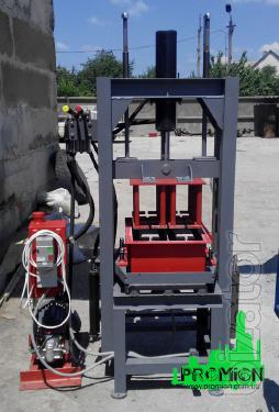 Machine for tile and cinder block hydraulic