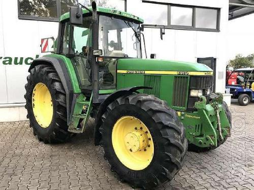 wheel tractor John Deere 6910. Year of production :2001 life,-8800 M. CH.