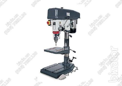 Drilling machine with function of tapping