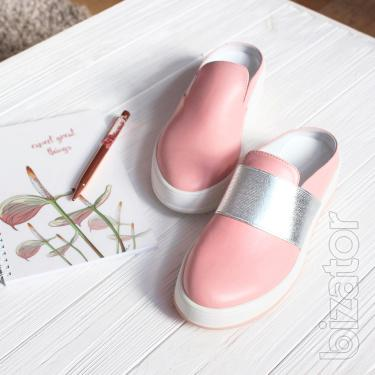 Slip-on shoes with open heel