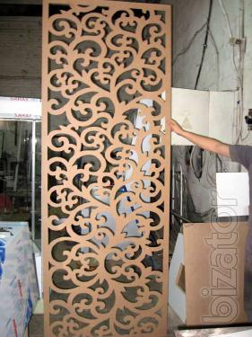 Partitions and screens with decorative openwork carving.