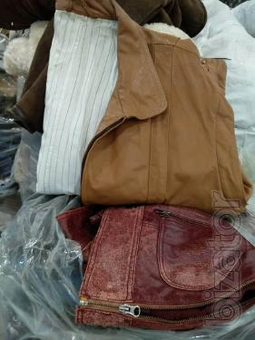 Outerwear (second-hand) from natural and combination skin