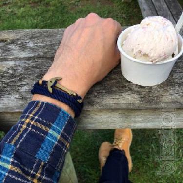 Men's bracelet anchor Casual - black. The bracelet on the arm