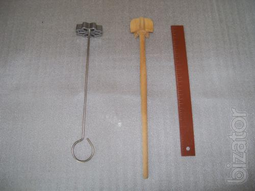 Kitchen tools for baking dough
