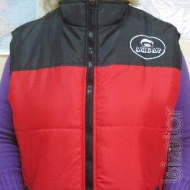 Vest insulated with combined