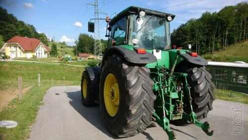 Tractor John Deere 8430, 2007/in operating time is 8400 m/h, power-330 HP, electronic lifting , the tread rubber 70 %
