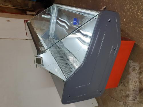 Refrigerated display case versatile