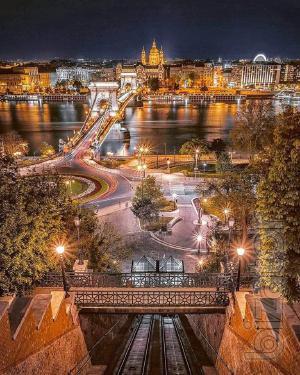 Туристические и транспортные услуги в Будапеште и Венгрии-Аренда легковых авто и прокат автобусов в Будапеште