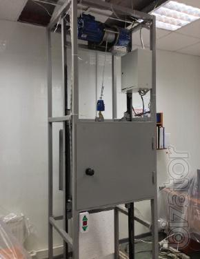 Small cargo lift