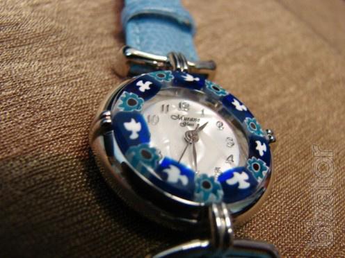 Часы из венецианского муранского стекла.  Итальянские наручные женские часики в корпусе цвета золота или серебра.
